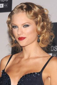 We'd say that, at this point, Taylor Swift pretty much owns it in the Hollywood-glam hair department. Do you agree? via StyleList