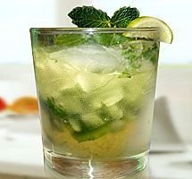 Each time a pitcher of home brew is sense fat in the pup times of summer months, expect to the minty virtuousness of a refreshing mojito which will help you. Vodka Drinks, Wine Cocktails, Smoothie Drinks, Popular Cocktails, Smoothies, Beverages, Mojito Mocktail, Mojito Recipe, The Kitchen Food Network