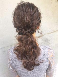 花嫁より目立つのはもちろんNG! ♡ m i w a ♡schritt渋谷結婚式のお呼ばれ向けヘアアレンジ♩ショート~ロングまで勢ぞろい♡ 結婚式のお呼ばれヘアアレンジって悩みがちですよね。そこで今回はショートからロングまでのヘアアレンジ結婚式を紹介します♪まずはヘアアレンジのマナーからチェックして、結婚式にふさわしくて華やかなヘアアレンジをしていきましょう♡ぜひ参考にしてくださいね♪ Up Styles, Long Hair Styles, Unique Braids, Hair Arrange, Hair Setting, Hairdresser, Asian Beauty, Bridal Hair, Veil