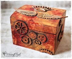 Meresanth Krafts: Rdzawe pudełko / A rusty box Steampunk Home Decor, Steampunk Crafts, Steampunk House, Mixed Media Boxes, Mixed Media Canvas, Altered Cigar Boxes, Steampunk Accessories, Keepsake Boxes, Box Art