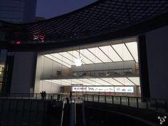 Appleは中国で多くの直営店【Apple Store】をオープンしているが、これまで北京・上海・深圳と並んで中国4大都市の一つ、広州にはなぜか店舗がずっと存在しなかった。しかし2016年を迎えるにあたり、とうとう広州にもApple Storeがやってきた。場所は天環広場(天环广场)。