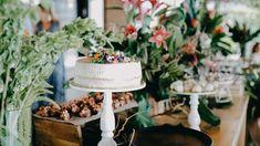 Así lucen nuestras tortas para tu boda o evento especial. Una presentación única. Conoce más de nuestros postres en nuestra página web. Catering, Table Decorations, Furniture, Home Decor, Food Cakes, Special Events, Wedding, Decoration Home, Catering Business