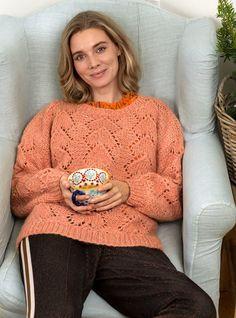 Laksefarvet bluse med hulmønster Alter, Sweater Cardigan, Sweaters, Cardigans, Pullover, Knitting, Inspiration, Fashion, Fashion Pants