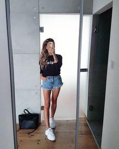 JOANNA в Instagram: «#casualfashion#ootd#casualootd#outfitoftheday#styleofday#fashionblog#modeblog#instaoutfit#womenoutfits#girlstyle#outfitoftheday#styleofday#…» Girly Outfits, Short Outfits, Stylish Outfits, Cute Outfits, Denim Levis, Denim Shorts, Spring Summer Fashion, Spring Outfits, Girl Fashion
