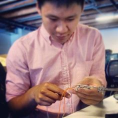 Tony's braiding audio cables for ... #science reasons.... #sf #tech #startups #intern pic.twitter.com/cZy0xJxB6l