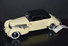 Franklin Mint 1/24 Die Cast Car 1937 Cord 812 Phaeton Coupe Convertible Cream #2