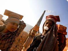 Children Nepal e il duro volto del lavoro minorile.