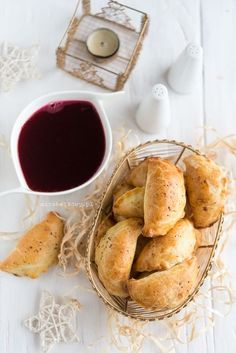 Mirabelkowy blog: Pieczone pierogi z kapustą i grzybami Pretzel Bites, French Toast, Food Photography, Pierogi, Bread, Cooking, Breakfast, Blog, Recipes