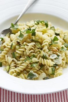 Fusilli s gorgonzolovou omáčkou a cuketou Food And Drink, Pizza, Ethnic Recipes, Fusilli, Anna, Youtube, Salads, Essen, Recipies