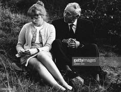 Platte Rudolf *Schauspieler D als 'Fritz Kumetat' mit Ulrike Bliefert als 'Martha' in dem Fernsehfilm 'Rheinpromenade' 1974