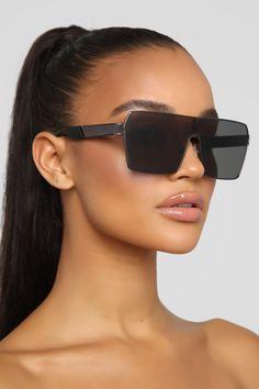 Glasses For Oval Faces, Glasses Frames Trendy, Cute Glasses, Girl With Sunglasses, Black Sunglasses, Sunglasses Women, Luxury Glasses, Black Girl Fashion, Womens Glasses
