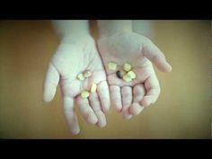 국내산 무농약 옥수수를 진공 레토르트 포장에 2개씩 넣어 간편하게 드실 수 있습니다. 포장에 빵꾸를 뚫어 전자레인지에 5분만 돌리면 됩니다.