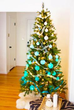 72 Best Christmas Tree Decoration Ideas To Get Inspired This Year | Ecemella Ombre Christmas Tree, Best Christmas Tree Decorations, Elegant Christmas Trees, Colorful Christmas Tree, Diy Christmas Ornaments, Rustic Christmas, Xmas Tree, Simple Christmas, Silver Ornaments