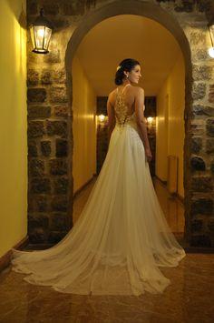 Melisa con un vestido de la nueva Colección 2015 para novias. Está realizado en tul de seda y encaje.