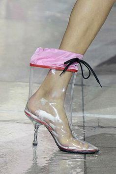 Este otro modelo también de MiuMiu es una bota de lluvia completamente original.
