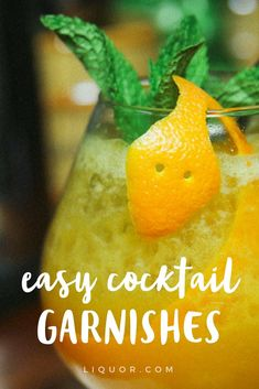 5 fancy and easy garnishes that will make anyone look like a professional bartender! Send your cocktails to finishing school with one of these showy-but-easy toppers. Easy Summer Cocktails, Beach Cocktails, Classic Cocktails, Fruit Drinks, Party Drinks, Beverages, Cocktail Garnish, Cocktail Drinks, Fruit Garnish