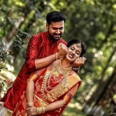 South Indian Couple Portraits That You Must Take Inspiration From! Cute Couples Photography, Photo Poses For Couples, Couple Photoshoot Poses, Couple Portraits, Couple Posing, Wedding Photoshoot, Wedding Shoot, Wedding Pics, Engagement Photography