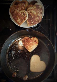 Think Food, Love Food, Heart Shaped Pancakes, Valentines Breakfast, Tasty Pancakes, Food Snapchat, Aesthetic Food, Food Cravings, Food Inspiration