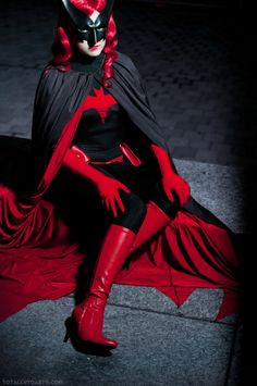 Batwoman, cosplayed by midnightcosplay, photographed by TotallyToasty