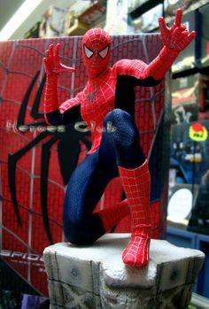 hot toys spiderman | Figure stand with Spider-Man nameplate and movie logo