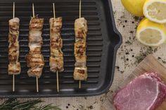 I Souvlaki sono degli spiedini tipici della cucina greca e  rappresentano un piatto semplicissimo da preparare, molto gustoso e  che piace a tutti.