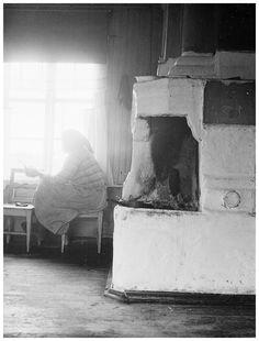 slides/2-08141.jpg Vanhan, pirtin, emäntä, Selma, Uusitalo, Länsipohja, Täräntö, Kainulasjärvi, 1932 Vanhan pirtin emäntä Selma Uusitalo, Länsipohja, Täräntö, Kainulasjärvi, 1932