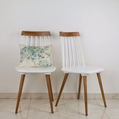 Decoración Vintage y Eco Chic Funky Furniture, Recycled Furniture, Furniture Projects, Furniture Makeover, Painted Furniture, Home Furniture, Furniture Design, Dining Chair Makeover, Thrift Store Furniture