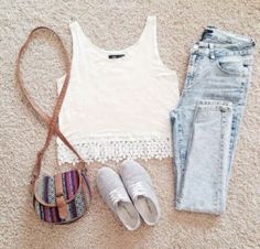 Keep it simple & casual with this outfit. You can pair a white crop top with ripped skinny jeans for the perfect casual look. Look Fashion, Teen Fashion, Fashion Outfits, Womens Fashion, Fashion Trends, Fashion Photo, Latest Fashion, Fashion Ideas, Mode Outfits