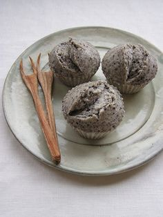 米粉で黒ゴママフィン(卵なし・蒸し)