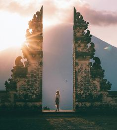 Pura lempuyang door. This is so amazing! And the light is at the perfect place. Pic @gypsea_lust (amazing photos gallery) #bali #indonisia