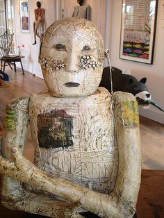 Terry Turrell--look at the use of space behind this piece Ceramic Figures, Clay Figures, Mixed Media Sculpture, Sculpture Art, Found Object Art, Art Brut, Paperclay, Outsider Art, Clay Art