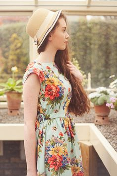 a954b80986a34 The floral Sylvia vintage style dress from Cicus Vintage Style Outfits