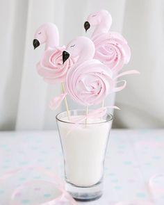 Likes, 22 Kommentare - Suspi . Meringue Desserts, Meringue Cookies, Sugar Cookies, Flamingo Birthday, Flamingo Party, Cupcakes, Cupcake Cakes, Chocolate Strawberry Pie, Cupcake Videos
