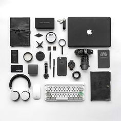Accessories make the outfit outstanding. Fashion accessories not only represent the mens style but also personalize ideas. The accessory outfit … Technology Gadgets, Tech Gadgets, Android Ou Iphone, Accessoires Iphone, What In My Bag, Apple Products, Mens Products, Camera Gear, Simple Gifts