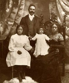 Captain William T. Shorey and family. Early 1900s (Originally seen on: https://twitter.com/HistoryHeroes/status/551591091485417472)