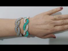 beads jewelry making Beaded Bracelets Tutorial, Seed Bead Bracelets, Jewelry Bracelets, Beads Tutorial, Bead Loom Patterns, Beaded Jewelry Patterns, Trash To Couture, Star Necklace, Loom Beading