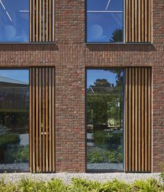 Image 17 of 29 from gallery of Reigate Grammar School / Walters & Cohen Architects. Photograph by Dennis Gilbert/VIEW Temporary Architecture, Modern Architecture House, Concept Architecture, Futuristic Architecture, Facade Architecture, Modern Buildings, Office Buildings, Chinese Architecture, Modern Houses
