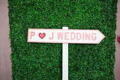 Love this DIY wedding sign