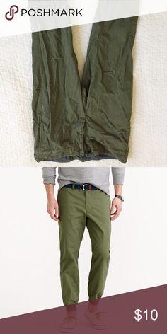 JCrew men's jogger pants in light weight chino. Gently worn JCrew jogger pants in light weight chino J Crew Jeans