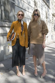Pin for Later: The Best of Paris Fashion Week Street Style (Updated!) PFW Street Style Day 5 A moment in suede between friends. Looks Street Style, Looks Style, Style Me, Fashion Week Paris, Milan Fashion, Street Fashion, Tokyo Fashion, India Fashion, Look Fashion