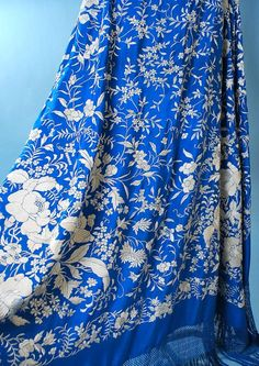Antique Spanish Manton de Manilla Sapphire Blue Shawl White Silk, Blue And White, Wedding Cardigan, Embroidery Scarf, Blue Colour Dress, Textiles, Dress Hats, Folk Costume, Vintage Fabrics