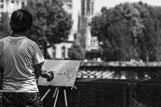 https://flic.kr/p/vz6H6y | Painting | Un artiste prenant le Pont des Arts et leurs passants comme modèles de sa toile - Paris - France.