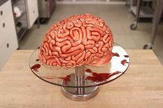 """Im Oktober wird's gruselig: Pünktlich zu Halloween hat Jolanda auf ihrem Youtube-Channel """"How to Cake it"""" schon die passende Back-Idee parat: blutiger Gehirn-Kuchen."""