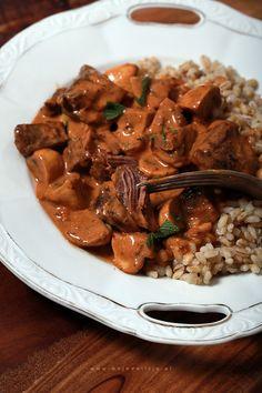 Gulasz z dzika z pieczarkami // Wild boar stew with mushrooms #food #foodporn #photography #obiad #dziczyzna #mojadelicja Wild Mushrooms, Stuffed Mushrooms, Food Porn, Wok, Stew, Curry, Meat, Recipes, Baron