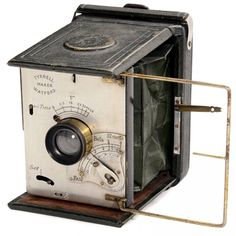 Rare English Strut Camera by Tyrrell, Watford, c. 1900 English gate strut camera, plate size 8 x 10,5 cm, green bellows, green leather-covered body, brass lens by Watson & Sons, London. Shutter with 8 speeds