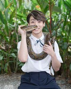 Jungkook holding a snake and iam looking at him . Bts Jungkook, Namjoon, Taehyung, Jungkook School, Hoseok, Jung Kook, Jin, Foto Bts, Jikook