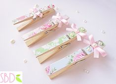 Beautiful Clothespins and Paperclips Sweet Bio design: Mollette decorate Shabby - Shabby Clothespins Deco. Clothes Pegs, Clothes Crafts, Shabby Chic Crafts, Vintage Crafts, Decorated Clothes Pins, Clothespin Art, Crafts To Make, Diy Crafts, Deco Table