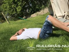 Äntligen en gräsmatta att slappna av i. Det gick förvånansvärt enkelt och snabbt att få till denna. Glöm inte släng på gödning några gånger varje sommar. Vi kommer sälja ett miljövänligt alternativ inom kort. Picnic Blanket, Outdoor Blanket, Alternative, Picnic Quilt