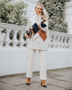 all white + brown Fashion Mumblr, Fashion Basics, Winter Fashion, Fashion Outfits, Pink Outfits, White Outfits, Basic Style, My Style, What To Wear Today