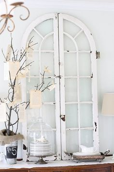 Ideas to Reuse and Recycle Old Wood Windows and Doors for Wall Decorations flea market finds shabby-chicflea market finds shabby-chic Decor, Flea Market Decorating, Windows, Window Decor, Home Decor, Old Wood Windows, Old Wood, Eclectic Dining Room, Shabby Chic Homes